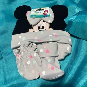 Minnie Mouse hat, scratch mittens and bootie set.